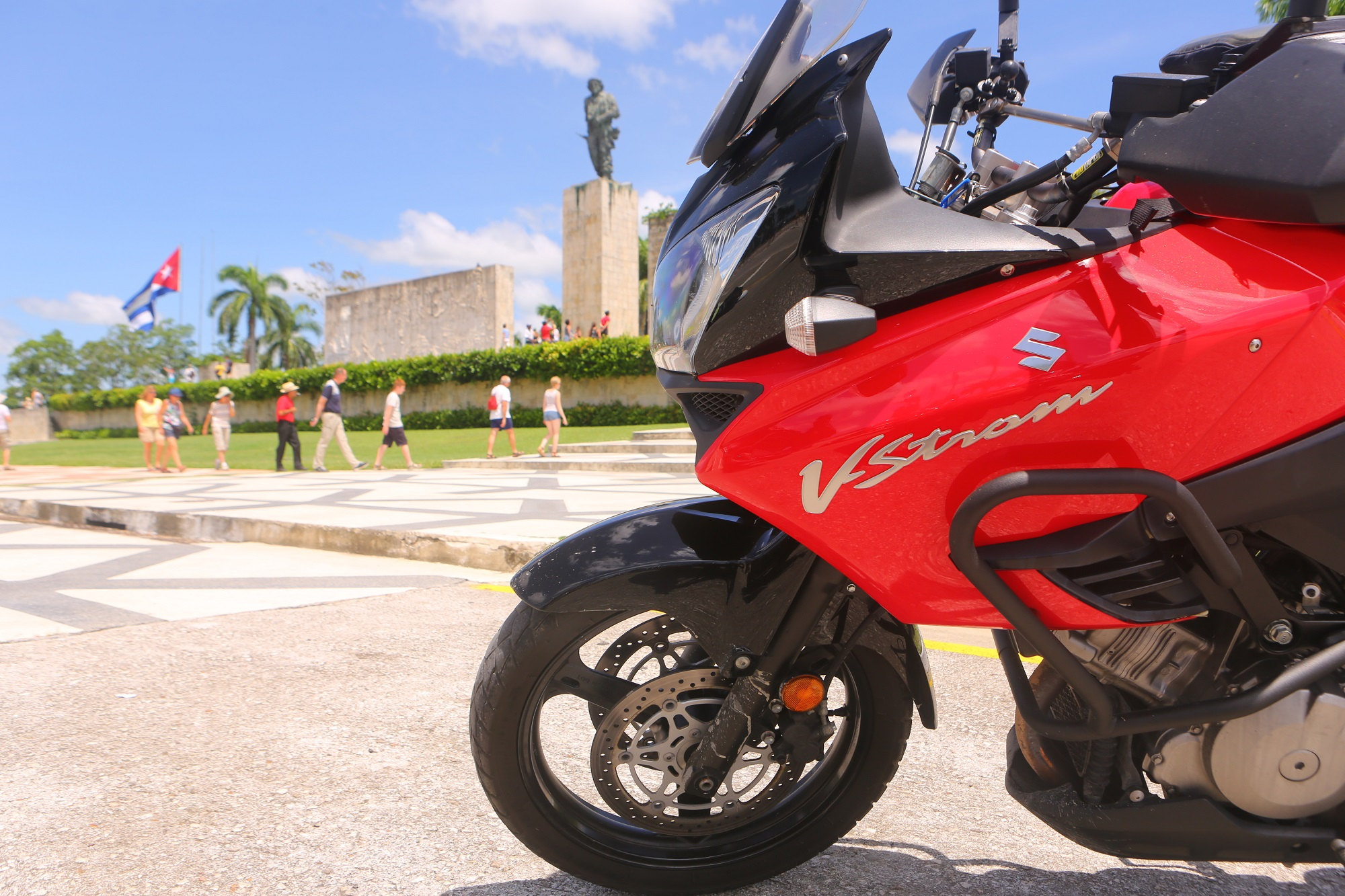 SX2A9875 2000px Suzuki V-Strom 1000 at the Che Guevara mausoleum, Santa Clara, Cuba; copyright Christopher P Baker