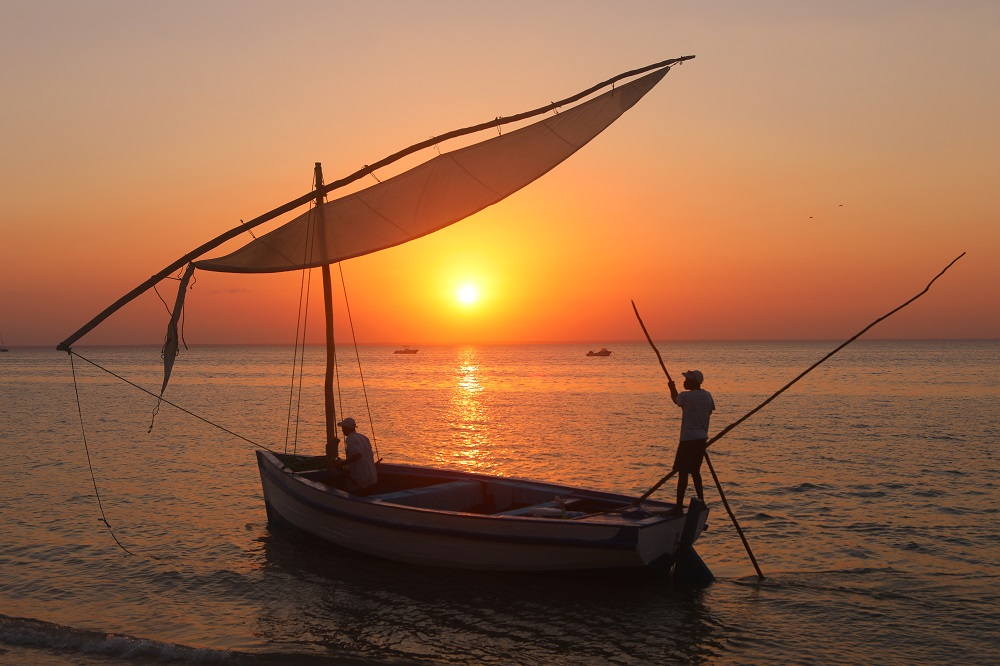 025A0594 1000px Dhow at sunset, Azura Benguerra, Mozambique; copyright Christopher P Baker