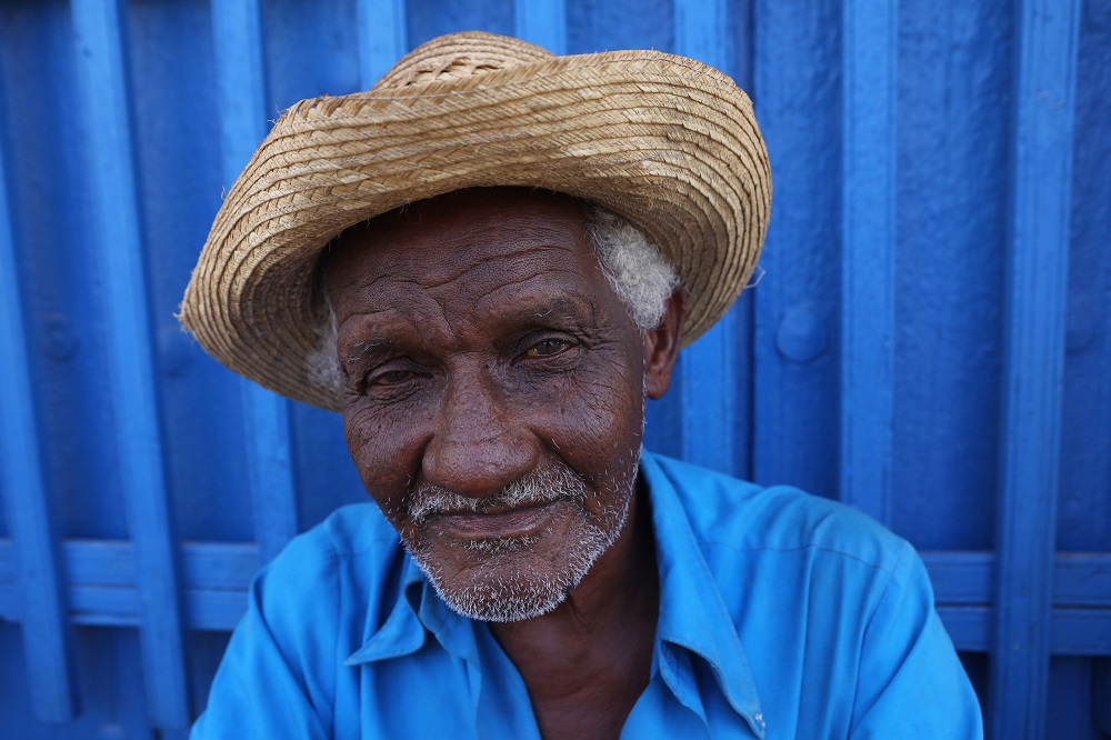 025A7245 1000px Old man in Trinidad, Cuba; copyright Christopher P Baker