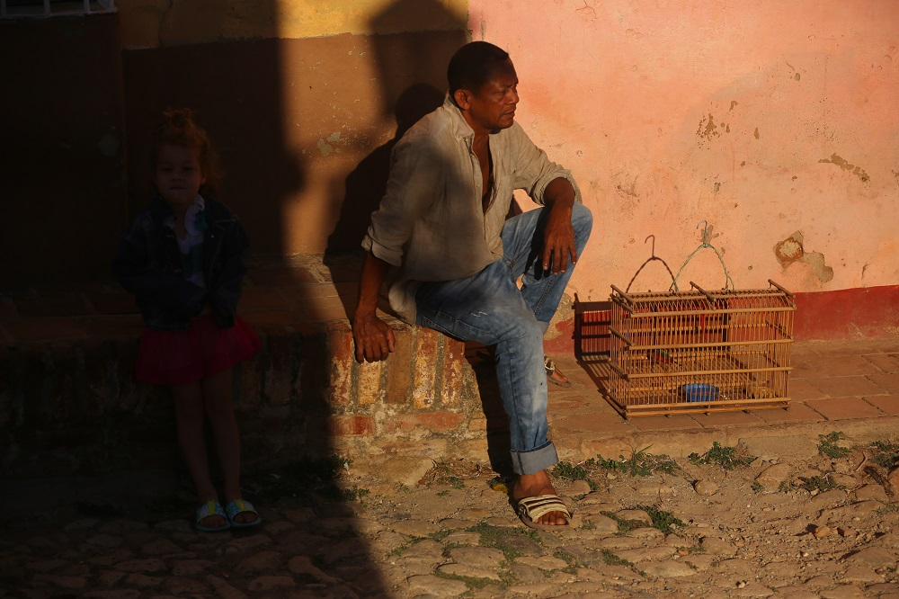 SX2A1598 1000px Man with caged bird, Trinidad, Cuba; copyright Christopher P Baker